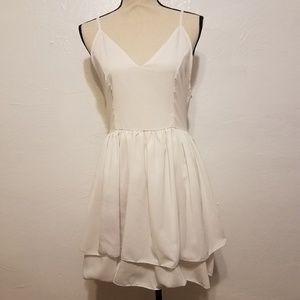 Dresses & Skirts - White layer dress